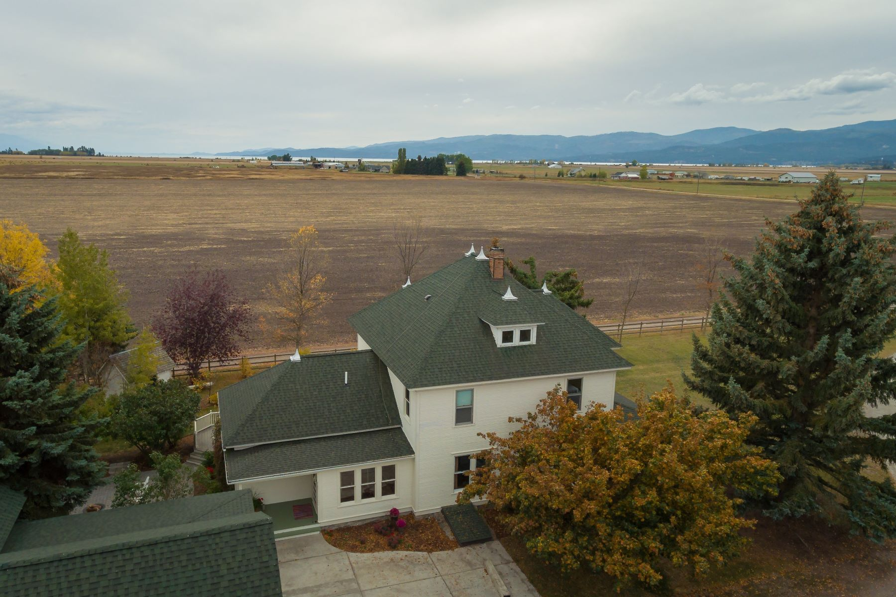 Maison unifamiliale pour l Vente à 3695 Lower Valley Rd , Kalispell, MT 59901 3695 Lower Valley Rd Kalispell, Montana, 59901 États-Unis