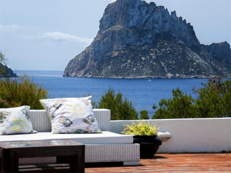 Einfamilienhaus für Verkauf beim Kunstvoll Gestaltete Villa Mit Es Vedra Blick San Jose, Ibiza 07830 Spanien