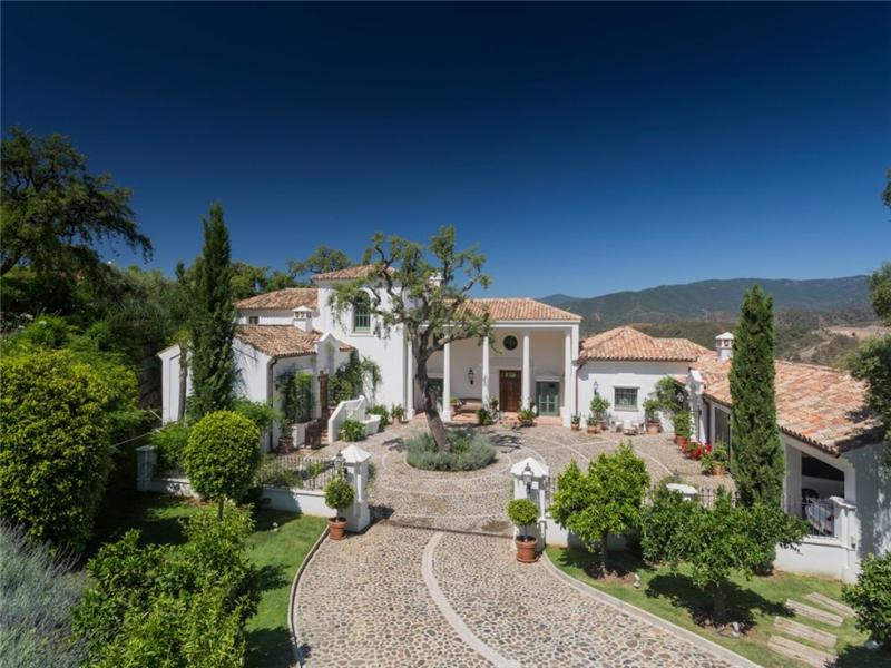 Single Family Home for Sale at Absolutely delightful Andalucian style villa Benahavis, Costa Del Sol, 29679 Spain