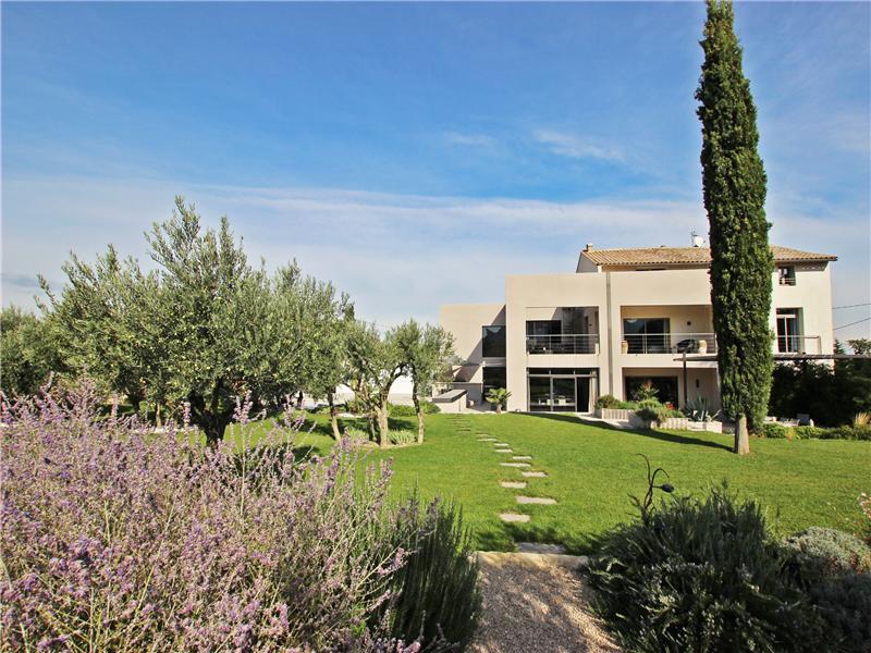 Частный односемейный дом для того Аренда на Contemporary house in St Remy de Provence Saint Remy De Provence, Прованс-Альпы-Лазурный Берег 13210 Франция