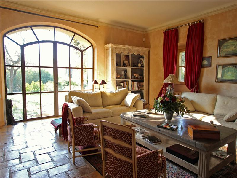 Property Of Authentic 17th century farmhouse in Provence