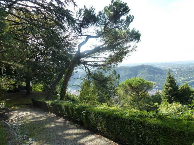 Additional photo for property listing at Prestigieuse Villa d'époque sur le Lac de Côme Brunate Como, Como 22034 Italie