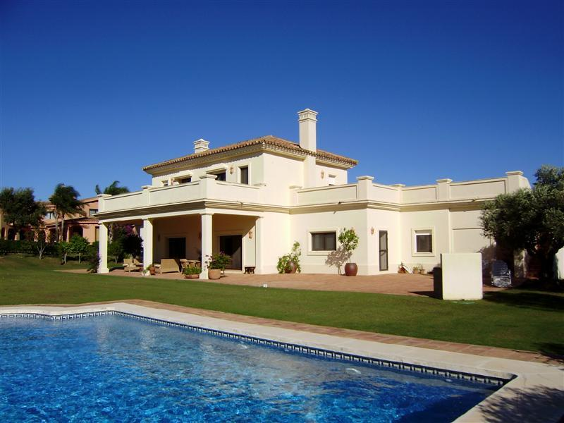 獨棟家庭住宅 為 出售 在 Splendid Frontline Golf Villa in the San Roque Gol Sotogrande, Costa Del Sol, 11310 西班牙