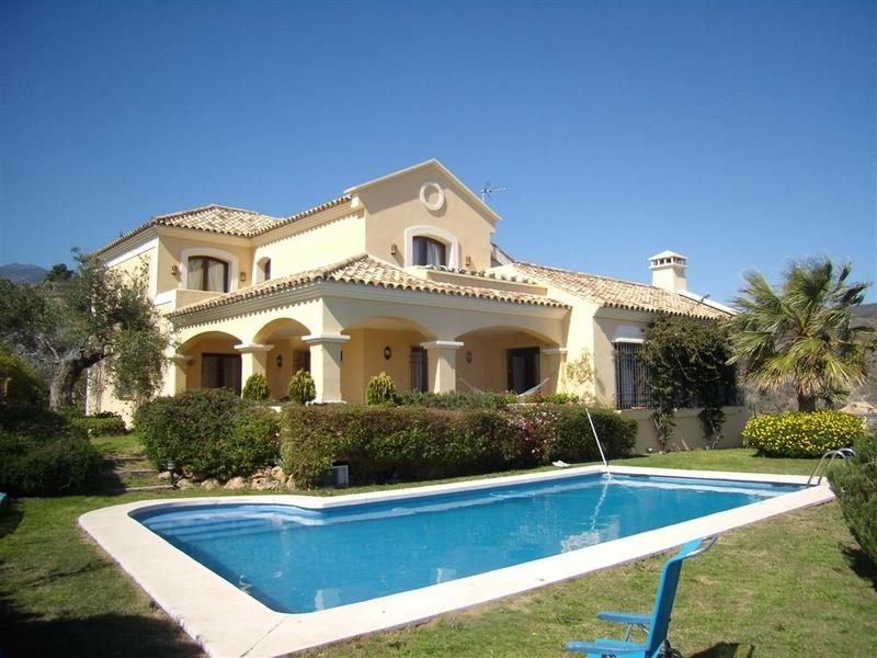 独户住宅 为 销售 在 Andalucian-style villa 贝纳阿维斯, 太阳海岸, 29679 西班牙