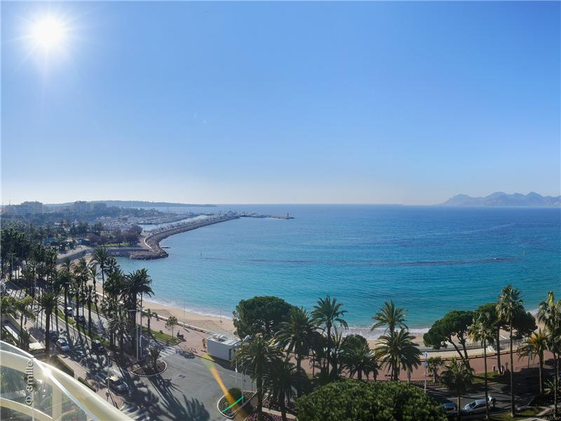 Condominium for Sale at Cannes Croisette, magnificent apartment Cannes, Provence-Alpes-Cote D'Azur 06400 France