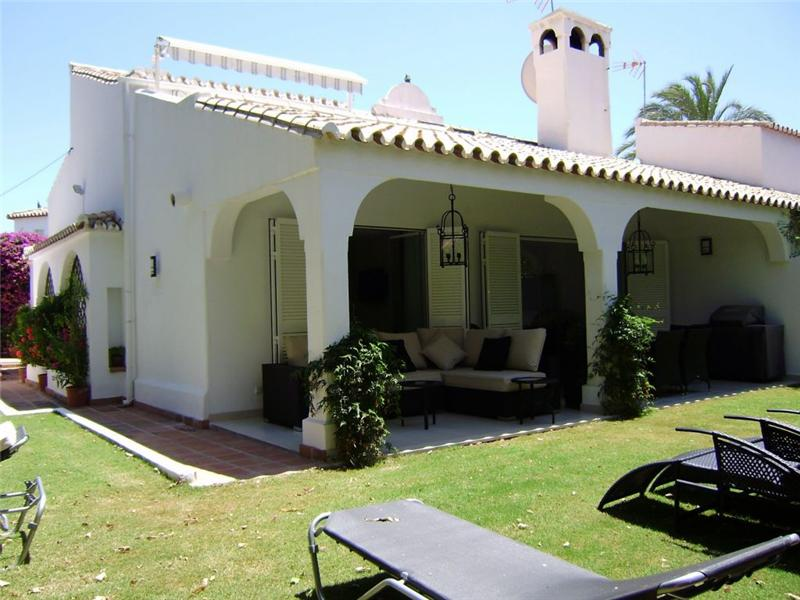 联栋屋 为 销售 在 Delightful semi-detached villa close to the beach Marbella, Costa Del Sol 29600 西班牙