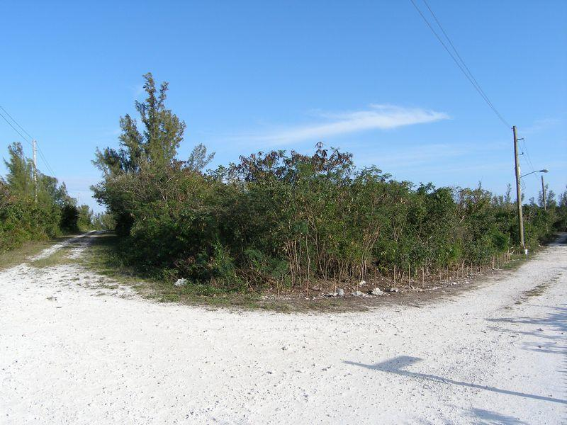 Land für Verkauf beim Corner Lot with Sea Views Rainbow Bay, Eleuthera Bahamas
