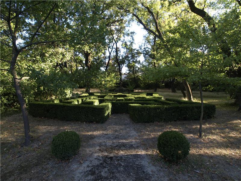Property Of UZES, CHÂTEAU ISMH AU PASSÉ PRESTIGIEUX