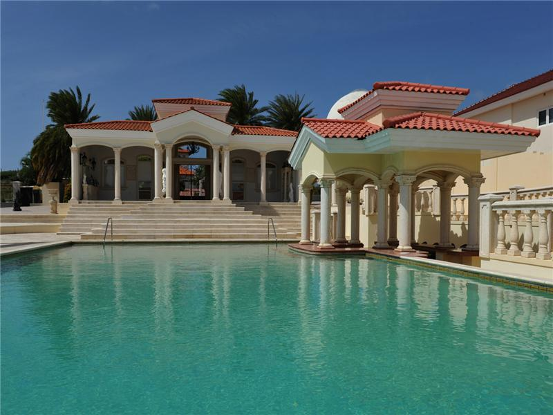 Moradia para Venda às Beautiful Estate with César Palace Inspirited Pool Malmok, Aruba