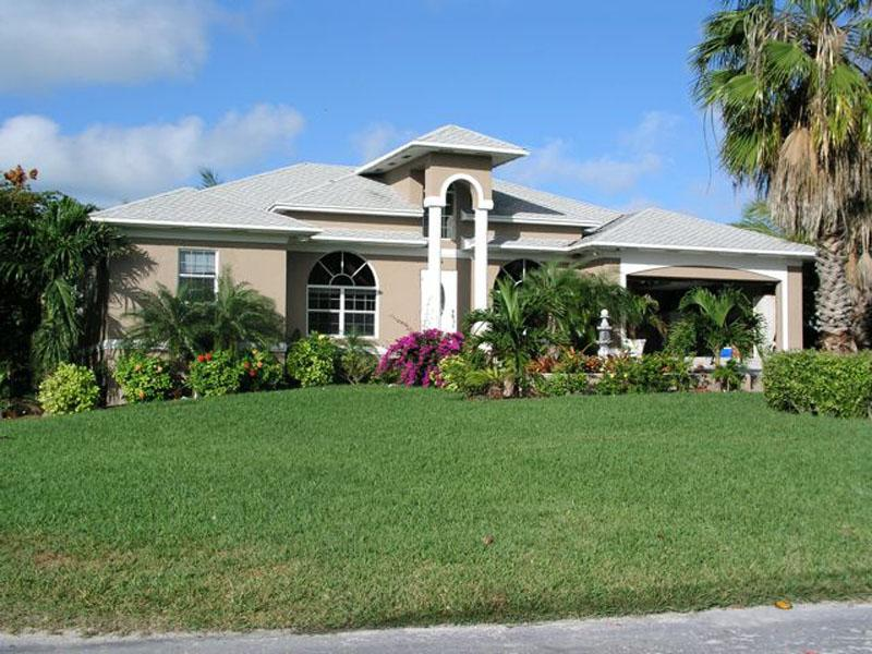Maison unifamiliale pour l Vente à Russell Island Dream - with Deeded Beach Access Russell Island, Spanish Wells, Eleuthera Bahamas