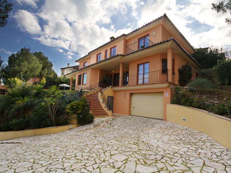 Property Of Luxus Villa Mit Blick Auf Die Berge