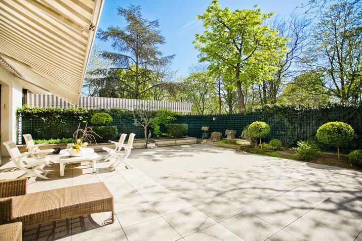 Apartamento por un Venta en Duplex with garden - Bois de Boulogne Paris, Paris 92200 Francia