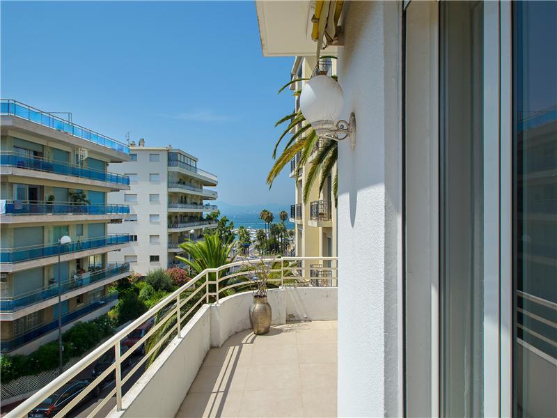 Apartamento para Venda às Modern 3 bedroom Apartment Cannes, Provença-Alpes-Costa Azul 06400 França