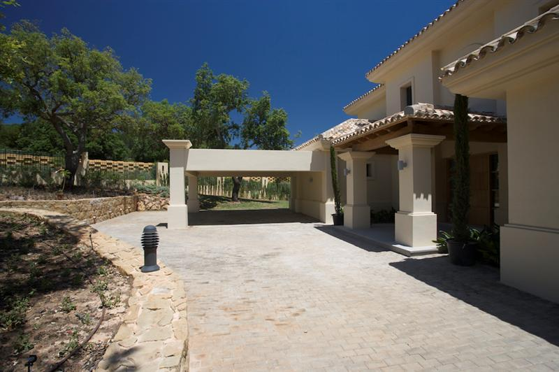Property Of Brand new classical villa in an exclusive area of
