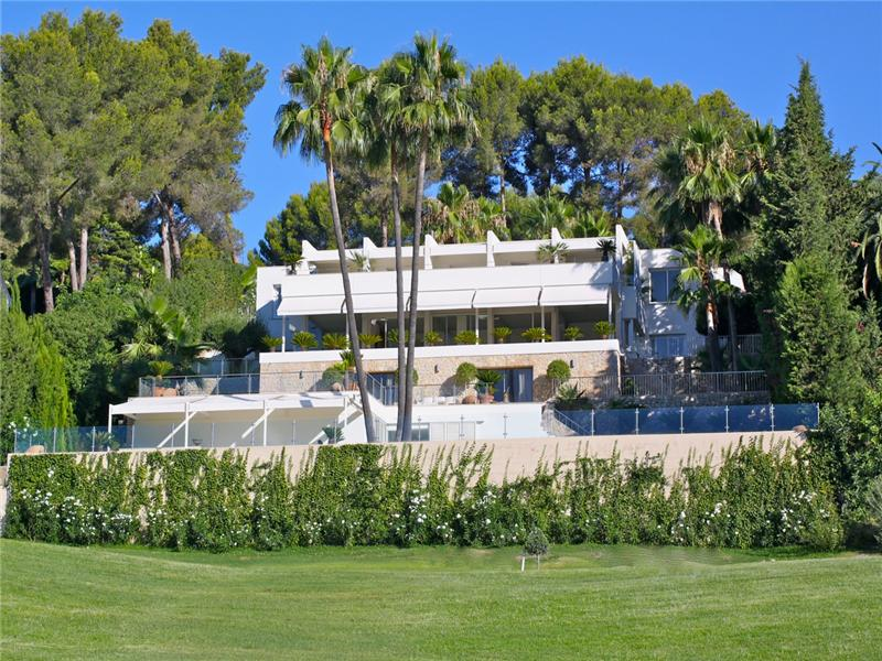 Casa multifamiliare per Vendita alle ore Outstanding south facing villa in Son Vida Palma Son Vida, Maiorca, 07013 Spagna