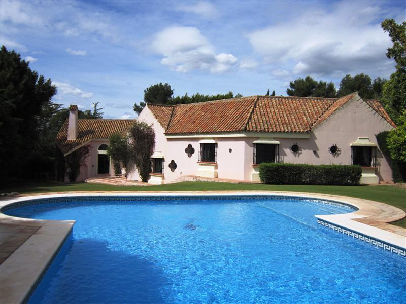Casa para uma família para Venda às Prestigious villa Sotogrande, Costa Del Sol, 11310 Espanha
