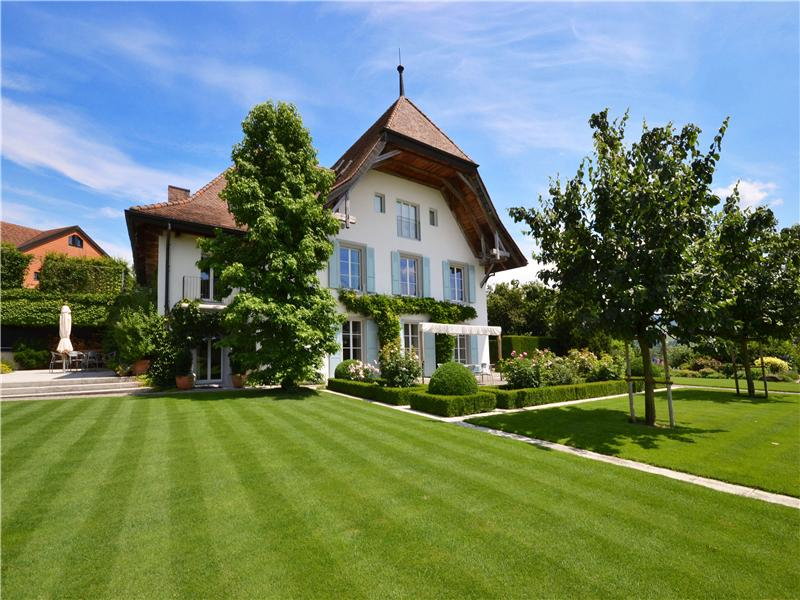 Single Family Home for Sale at Meticulously renovated splendid 17th-century mansi Autigny, Fribourg 1742 Switzerland