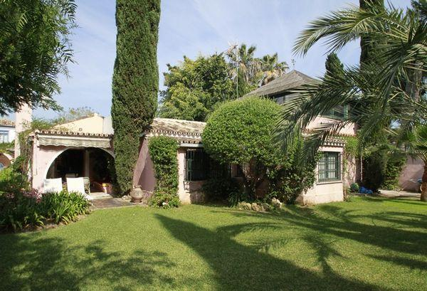 独户住宅 为 销售 在 Delightful beachside single-storey house situated Marbella, Costa Del Sol 29670 西班牙
