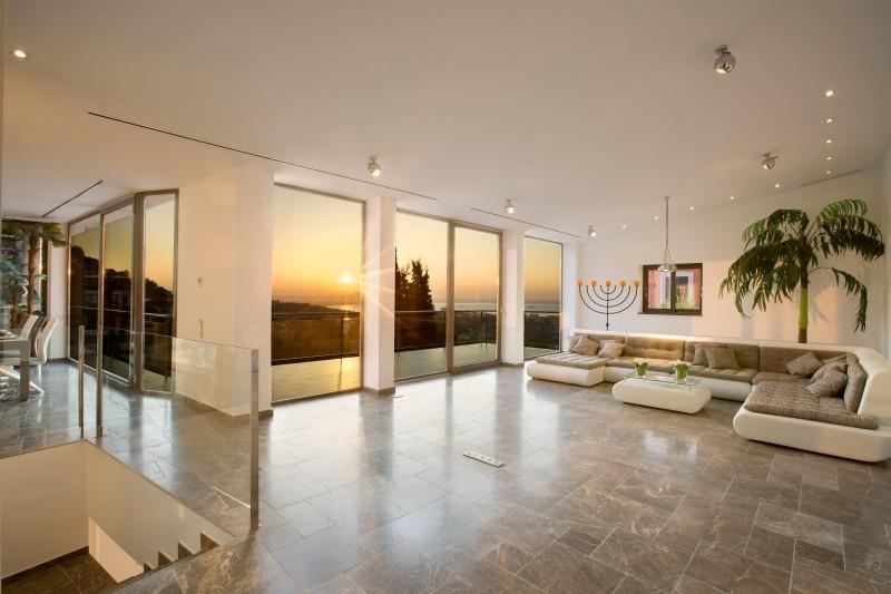 Property Of Modern villa with sea views in Genova