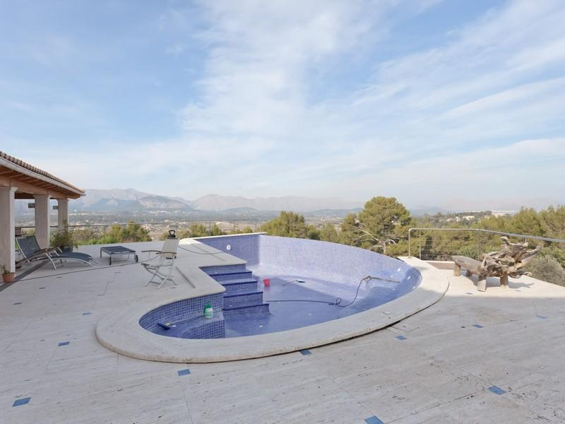 Property Of Luxurious Villa With Stunning Views in Alcudia