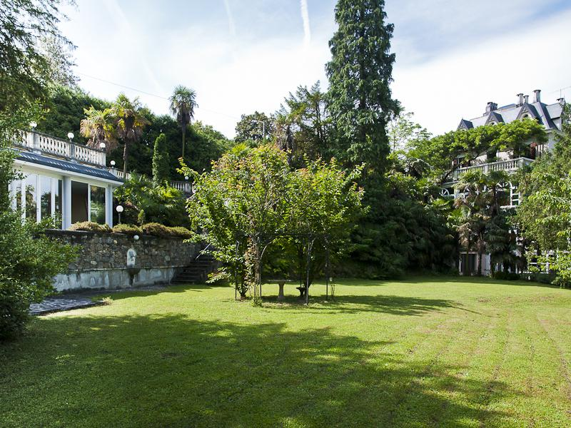 Additional photo for property listing at Splendid Villa overlooking Lake Maggiore  Luino, Varese 21016 Italie