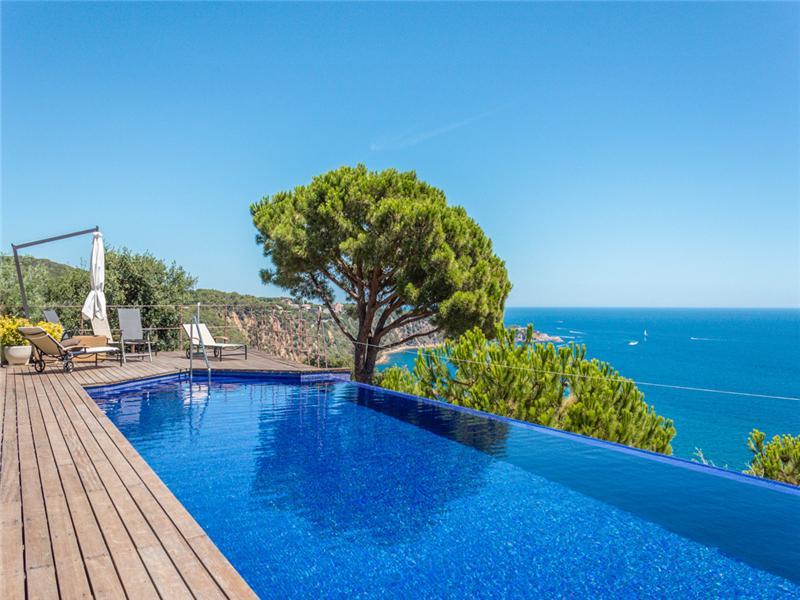 Частный односемейный дом для того Продажа на Потрясающая вилла с невероятными видами на Средиземное море Sant Feliu De Guixols, Costa Brava 17220 Испания