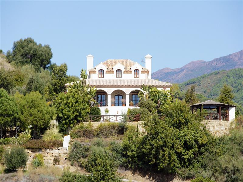 Tek Ailelik Ev için Satış at Caribean style villa with panoramic views in 24 ho Benahavis, Costa Del Sol, 29679 Ispanya