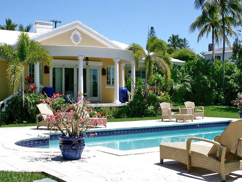 Maison unifamiliale pour l Vente à Sunshine Marine Drive Cable Beach, New Providence/Nassau . Bahamas