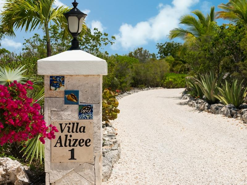 Additional photo for property listing at Villa Alizee Beachfront Chalk Sound, Providenciales TCI BWI Îles Turques Et Caïques