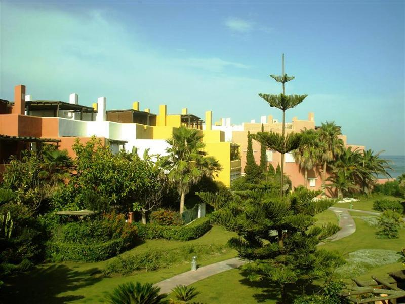 多棟聯建住宅 為 出售 在 Fantastic beachside townhouse Sotogrande, Costa Del Sol, 11310 西班牙