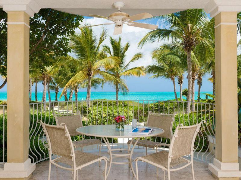 Condomínio para Venda às Villa Renaissance - Suite 103 Beachfront Grace Bay, Providenciales TCI BWI Turks E Caicos