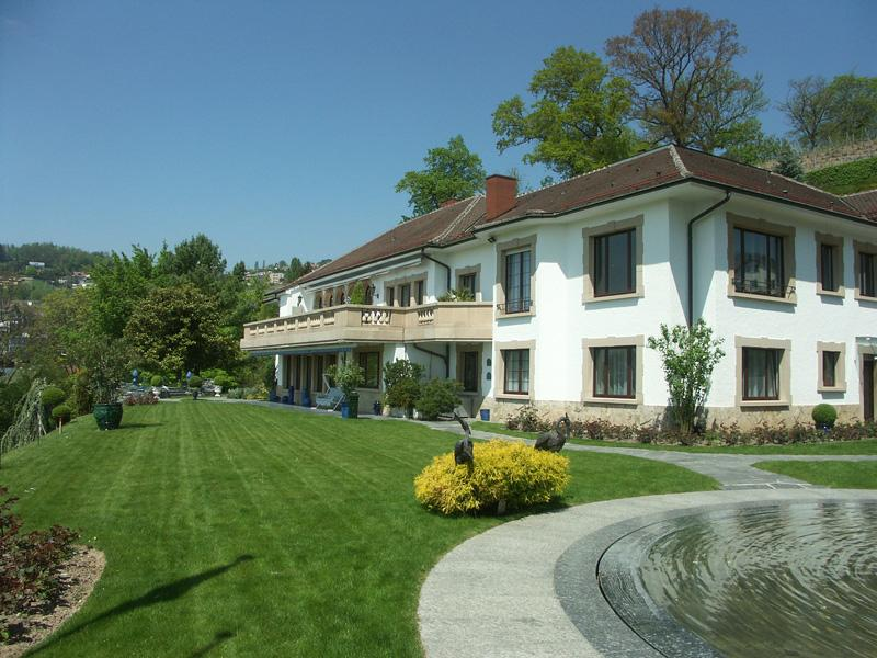 Villa per Vendita alle ore Lutry-Lavaux - 22-room mansion Lutry, Vaud 1095 Svizzera