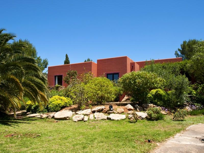 Property Of Villa With Privacy In San Jose