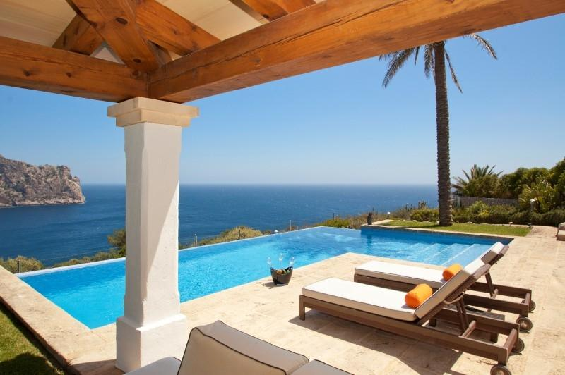 Property Of Exceptional front line villa in La Mola