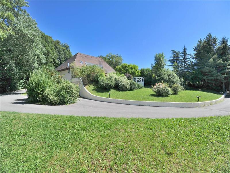 Moradia para Venda às Lovely villa with 3-acre park Pugny, Rhone-Alpes 73100 França