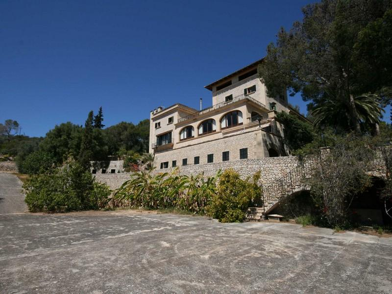 Maison unifamiliale pour l Vente à Manor House For With Views Of The Bay of Palma Palma, Majorque, 07011 Espagne