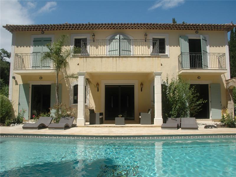 独户住宅 为 销售 在 Charming villa in a Private domain close to Golf Mougins, 普罗旺斯阿尔卑斯蓝色海岸 06250 法国