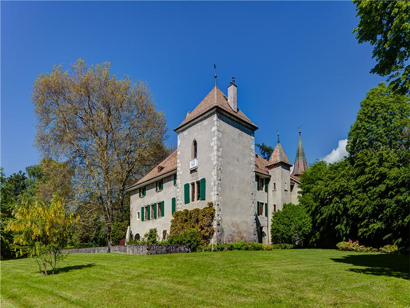 Property Of Magnificent 15th century castle