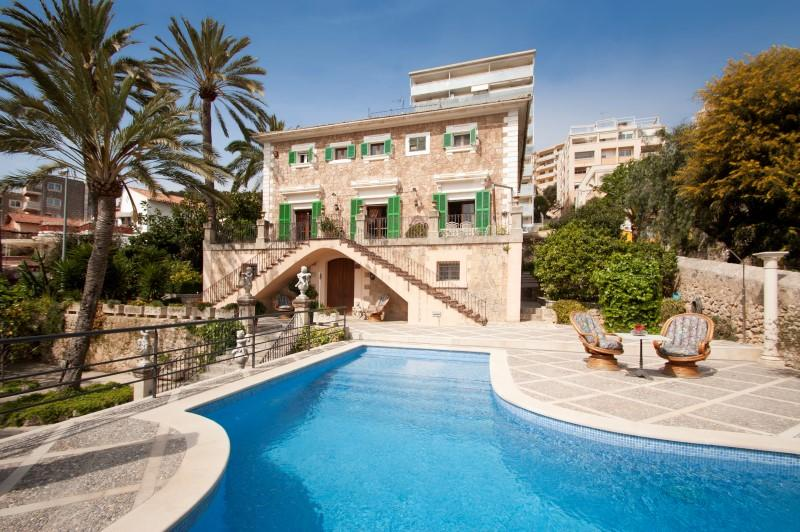 Property Of Mansion overlooking the bay of Palma