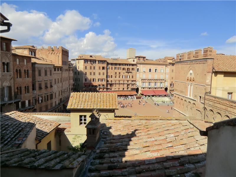Additional photo for property listing at Beautiful apartment with views of Piazza del Campo  Siena, Siena 53100 Italien