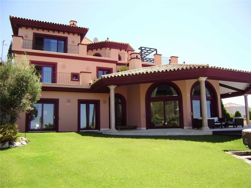 Tek Ailelik Ev için Satış at Beautiful villa overlooking the western coastline Marbella, Costa Del Sol 29600 Ispanya