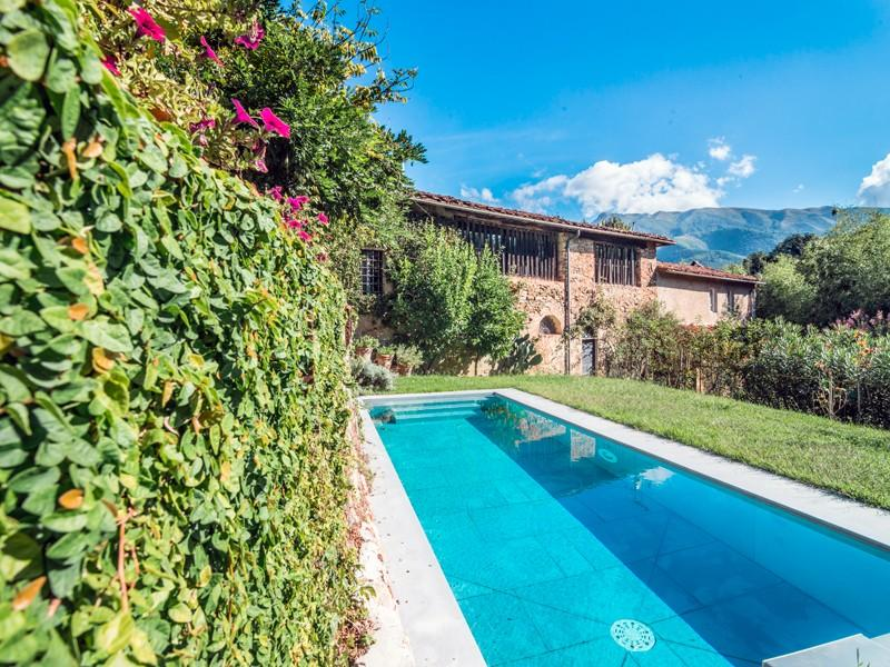 Additional photo for property listing at 17th Century villa with landscaped garden Via Fondi Camaiore, Lucca 55041 Italie