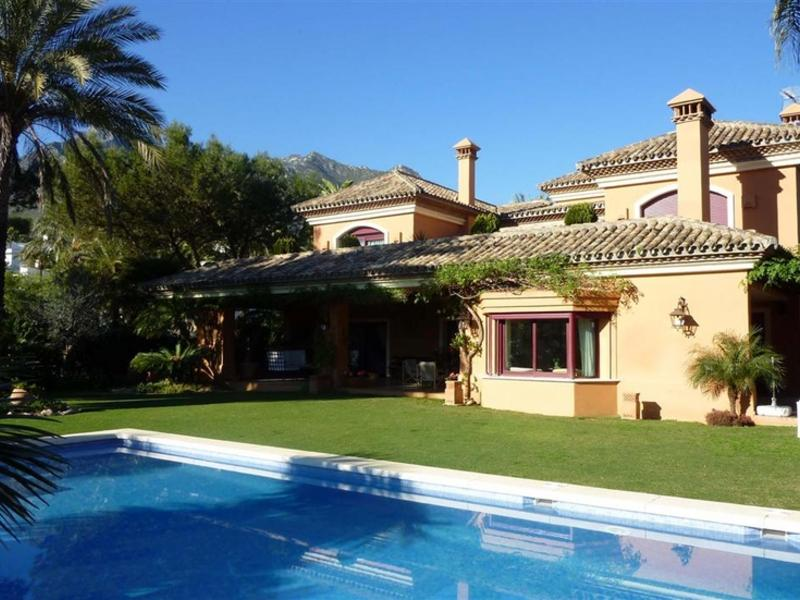 Maison unifamiliale pour l Vente à Lovely classical style villa in the Golden Mile Marbella, Costa Del Sol, 29600 Espagne