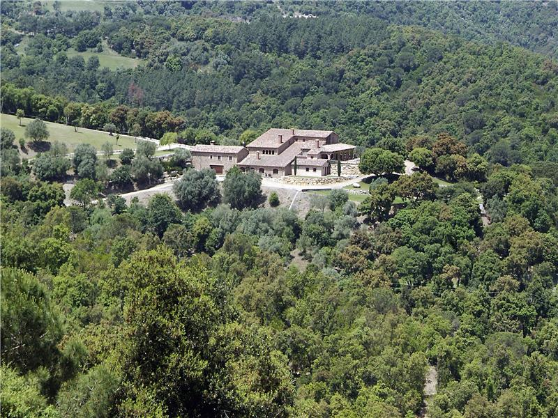 Property Of Exclusive estate surrounded by magnificent land