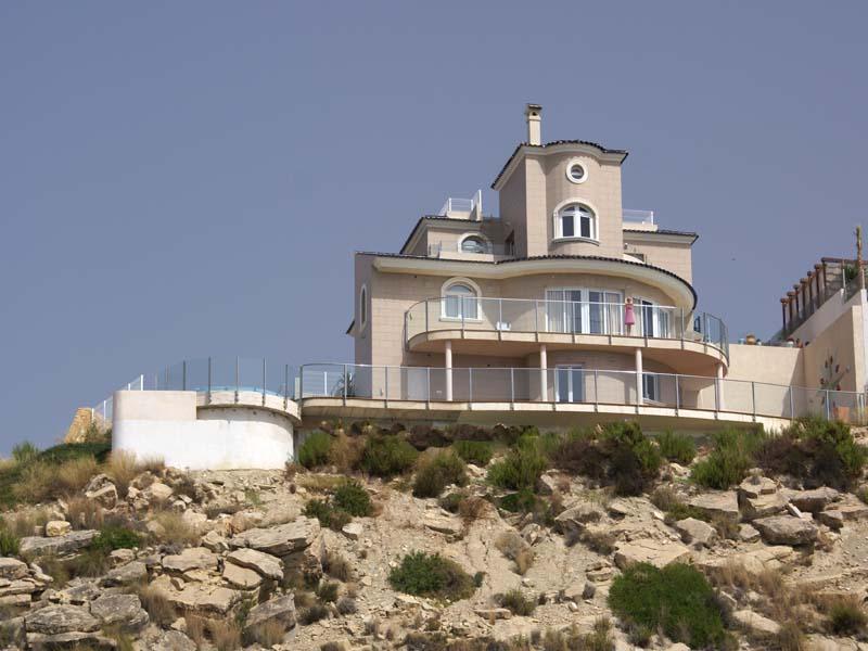 Maison unifamiliale pour l Vente à First-line Villa to the Mediterranean with 180º co El Campello, Alicante Costa Blanca 03560 Espagne