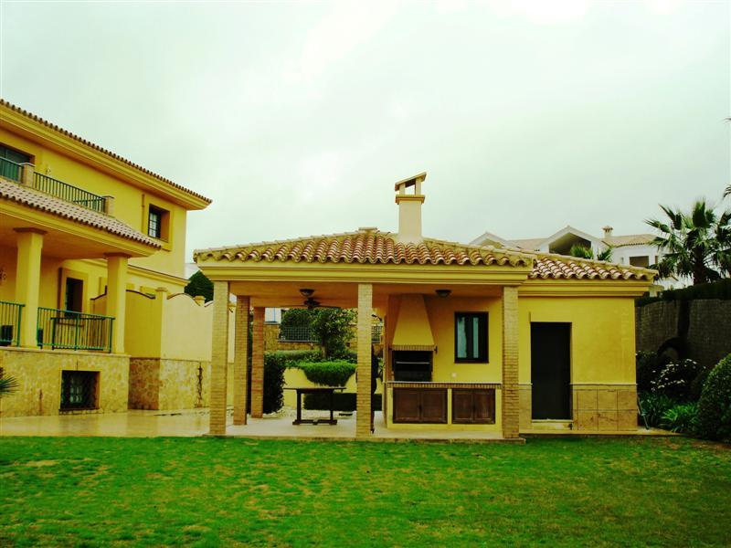 獨棟家庭住宅 為 出售 在 Beautiful classical villa located in a quiet area Sotogrande, Costa Del Sol, 11310 西班牙