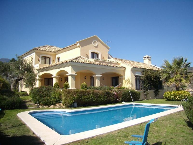 Tek Ailelik Ev için Satış at Andalucian-style villa Benahavis, Costa Del Sol, 29679 Ispanya