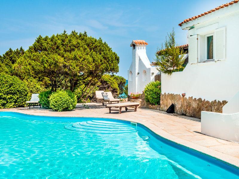 Property Of Spectacular villa pieds dans l'eau