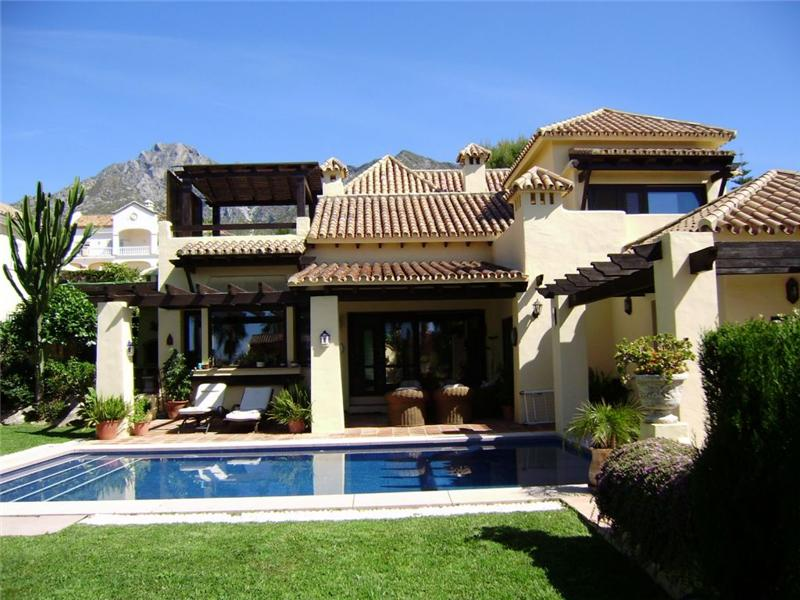 Single Family Home for Sale at Delightful villa located in the Golden Mile Marbella, Costa Del Sol 29600 Spain
