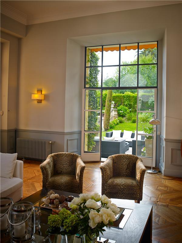 Property Of Luxueux rez de jardin à vendre dans immeuble bourgeois